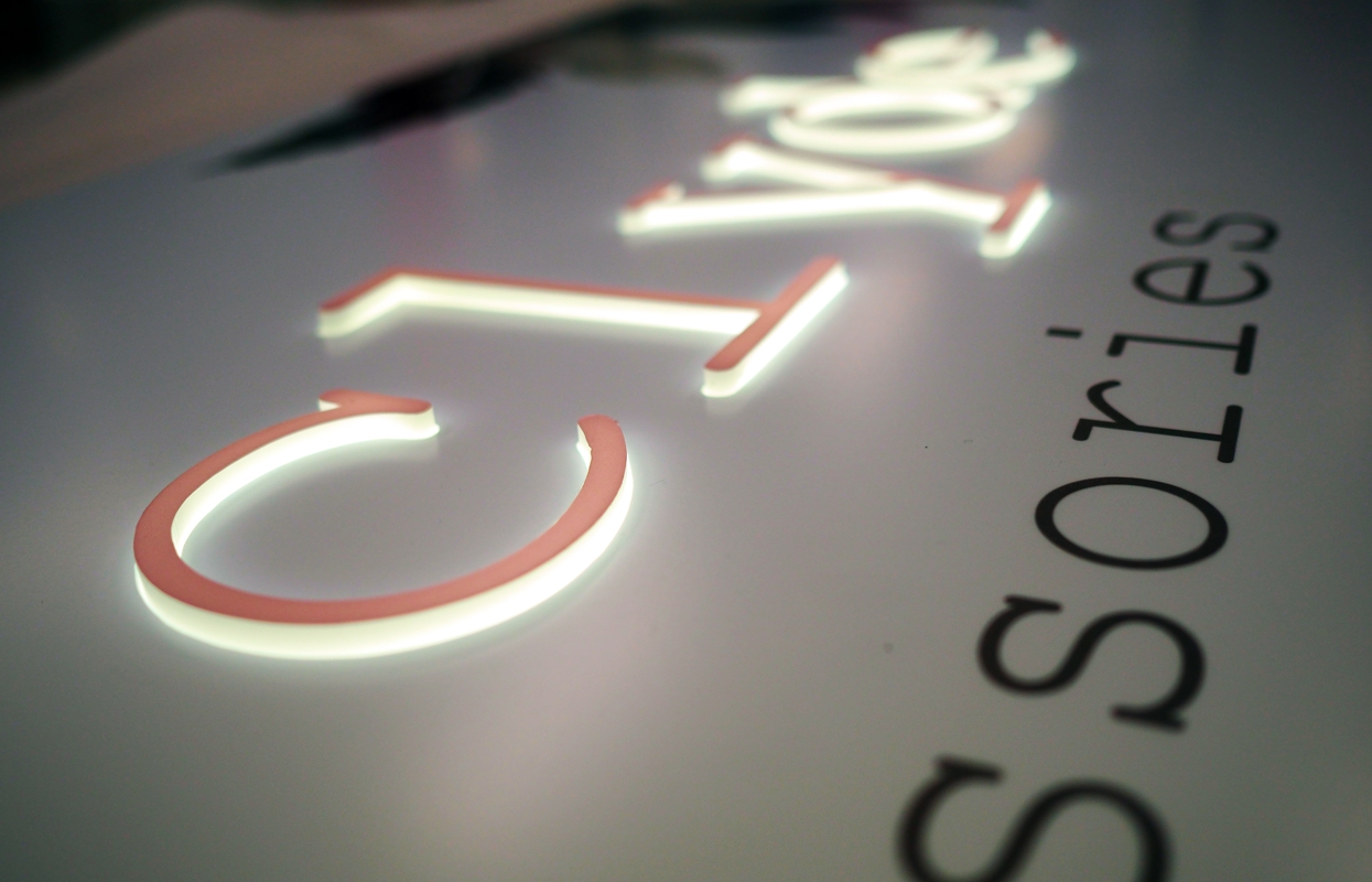 Custom illuminated signage with 3D lettering